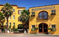 Front of Andrew Pinckney Inn in Charleston SC
