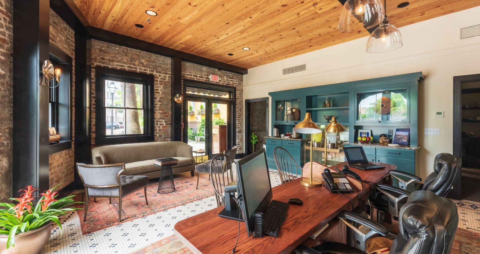 charleston hotel deals andrew pinckney inn. Black Bedroom Furniture Sets. Home Design Ideas